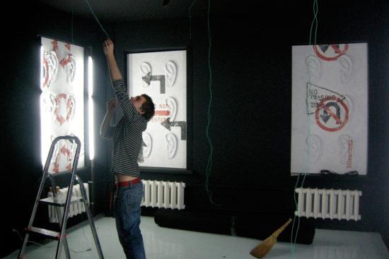 Экспозиция «Знаки инаправления» вЕ.К.АртБюро, Москва